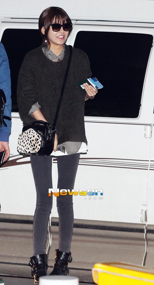 [포토엔]소녀시대 수영 '이기적인 스키니진 각선미'(공항패션)