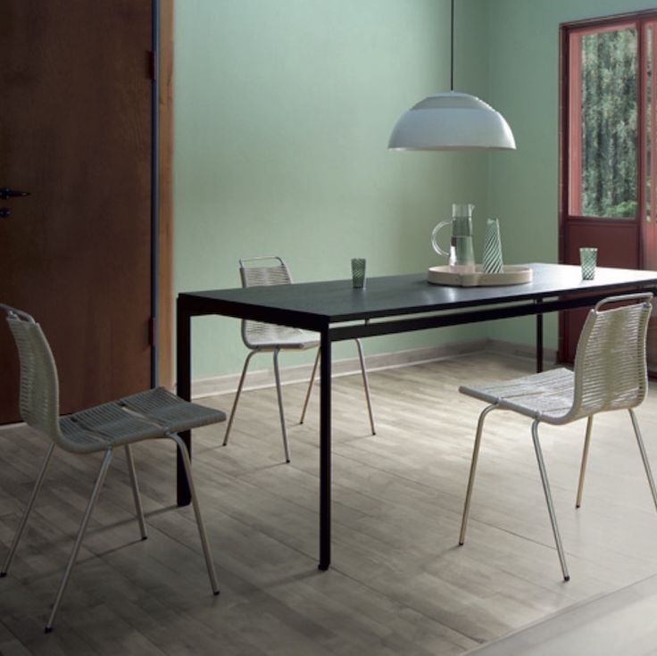 pk52-table-carl-hansen-poul-kjaerholm-mood-square.jpg 742 × 741 bildepunkter
