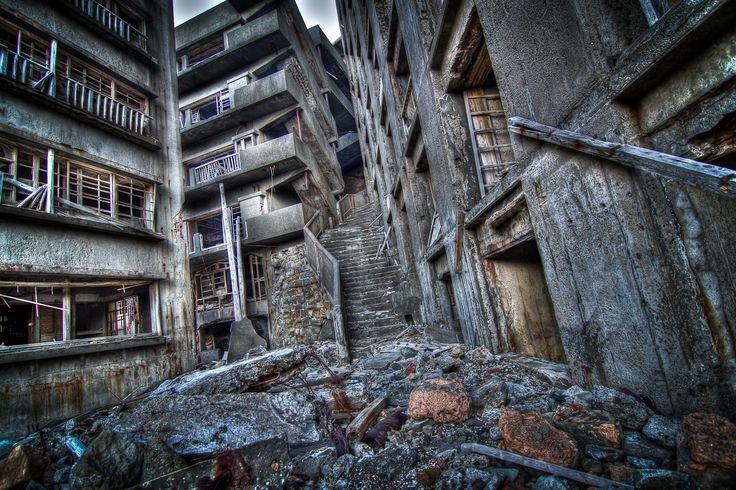 62124335.jpg (1800×1200) Hashima Island - Stairway To Hell