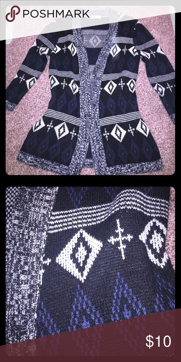 Aztec Sweater Size Medium- Boutique Beautiful sweater!  Bought at a boutique. Nonsmoking home.  I bundle & accept offers- check out other listings!  💕💝💘 Sweaters Shrugs & Ponchos