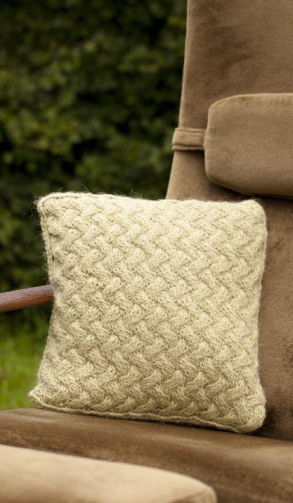Pari, pude strikket i Alafoss Lopi fra Istex
