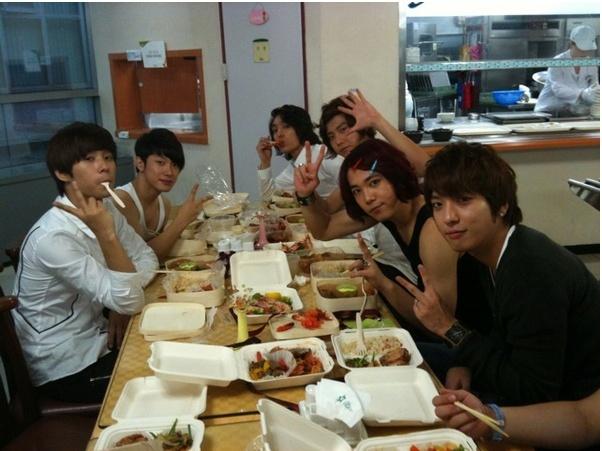 <3 Eat well oppas <3
