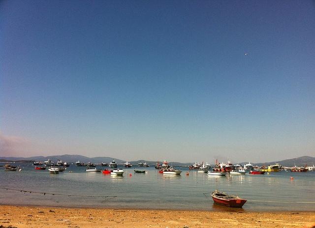 Puerto y playa de la Isla de Arosa. Rias Baixas (Pontevedra) Galicia    Alquiler de coches en Galicia en http://www.reservasdecoches.com