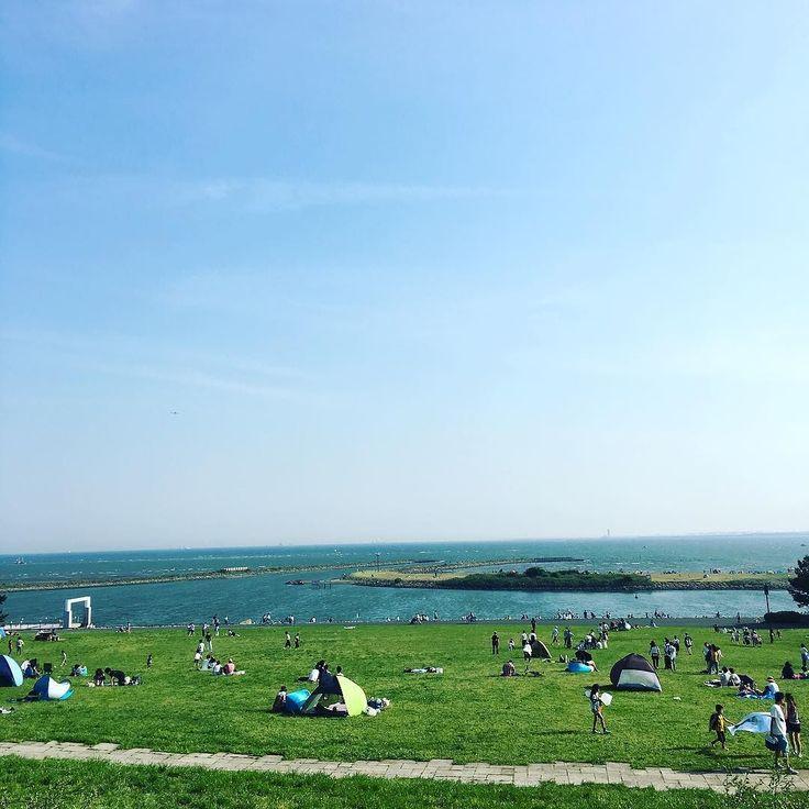 葛西臨海公園からの東京湾 江戸川サイクリングロードをチャリで20km クリスタルビューを自転車置場と間違えてる輩が多くて困る #葛西臨海公園 #東京湾 #江戸川サイクリングロード #自転車