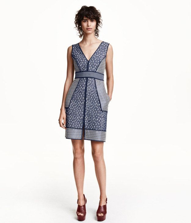 Spice Up Navy With Weaved Patterns Fall Wedding Guest OutfitsFall