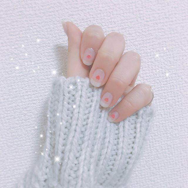 新しいネイルとお気に入りの指輪たち✨ ・ ・ ・ #ネイル#セルフネイル#ハートホログラム#ハートホロネイル#シンプルネイル#かわいい#マニキュア #指輪#リング#ピンキーリング