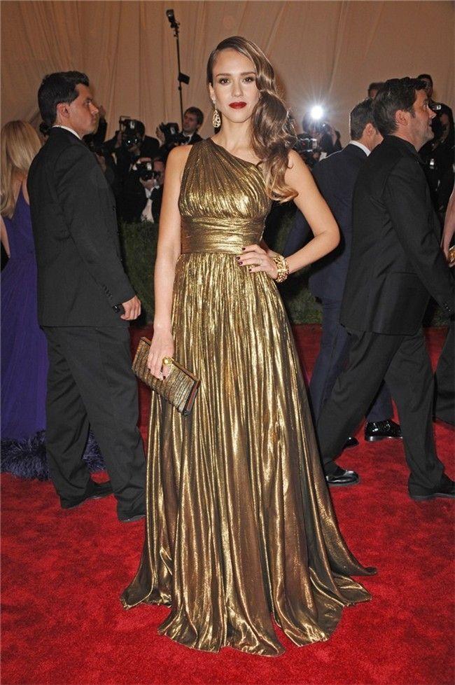 Jessica Alba, con un vestido dorado de Michael Kors, en la Gala MET 2012