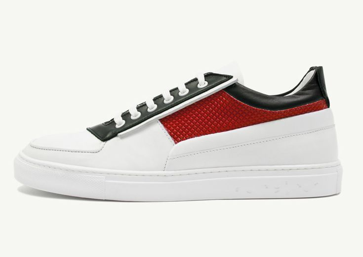 A street style classic meets the Ethiopian flag mood and colours of Path 716. Low-top sneaker in fine calf leather, with side pyramidal details in rubber coated fabric.Lining is in fine calf leather for an excellent comfort.