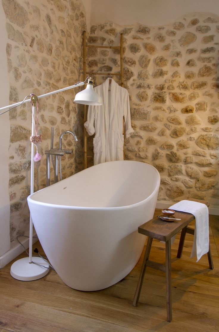 Bath in the Limner room