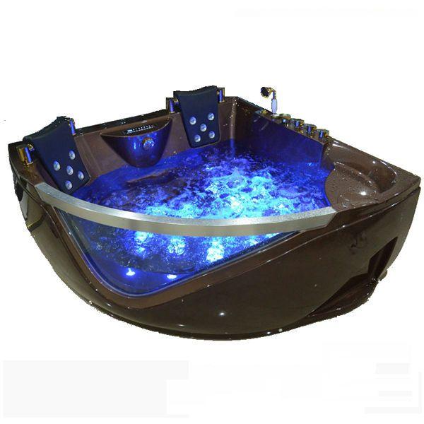 Es una bañera con hidromasaje jacuzzi. Está hecha de toplax, por lo tanto es ligera y reciclable para el baño.