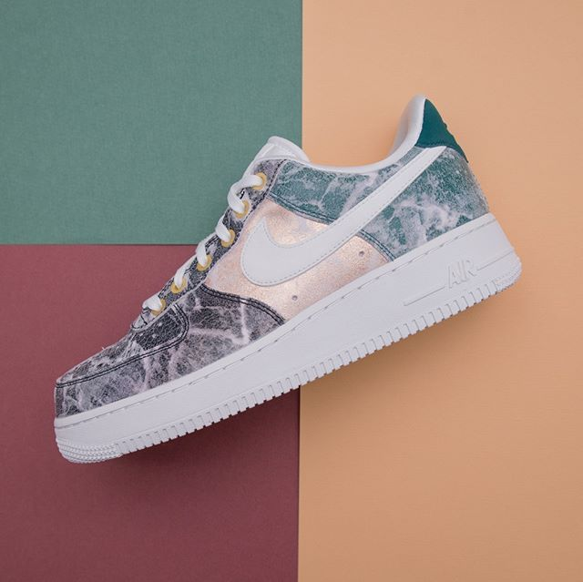 Nike Wmns Air Force 1 07 LXX - AO1017-100 •• We´re in love! 💕 Dessa finner  ni i butiken på Östra Ågatan i Uppsala samt på www.footish.se  nike   airforce1   ... 86a5966da