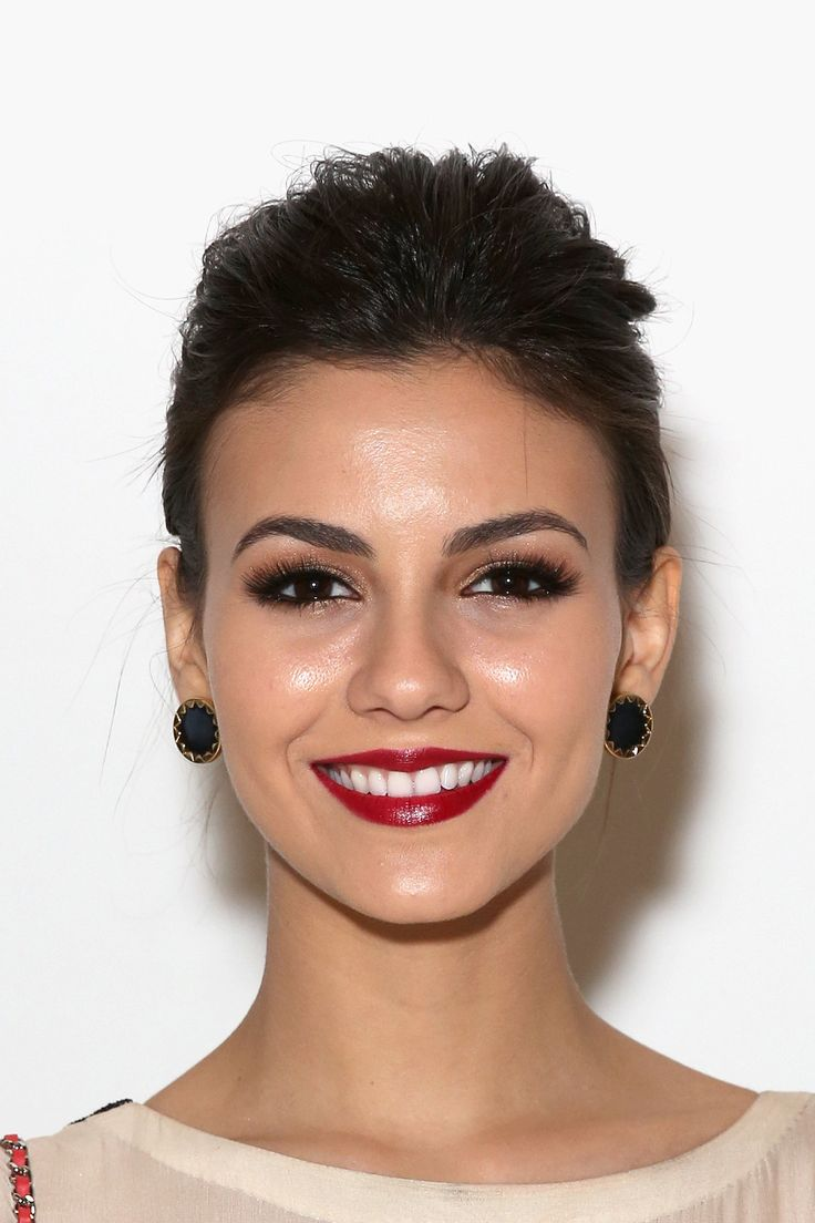 Victoria Justice. Bold brows, warm smokey eye and deep red lip