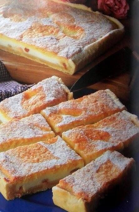 Tvarohový koláč  s piškótovým vrchom