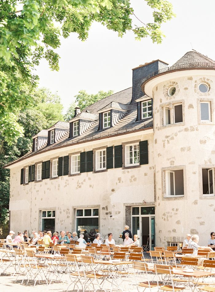 Outdoor Dining in Bonn Germany | photography by http://vickigraftonphotography.com/blog/