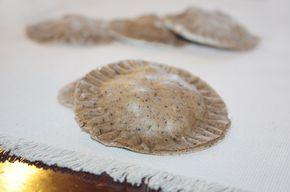 Ravioli di grano saraceno con speck, caciocavallo e fontal