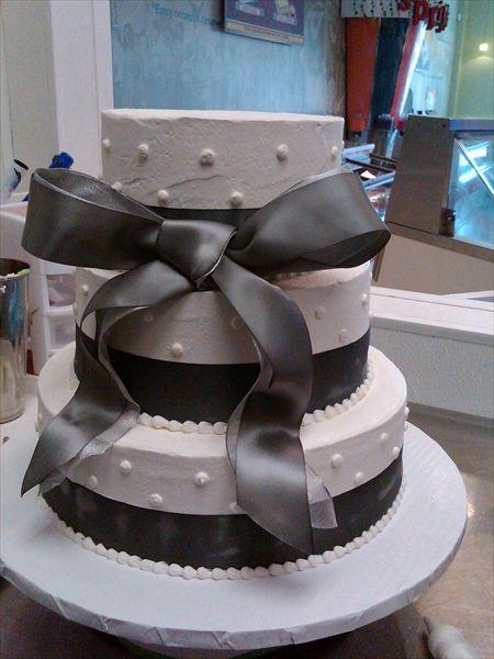 25 Best Ideas About Cream Wedding Cakes On Pinterest