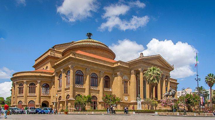 Sizilien -Palermo - das Teatro Massimo - eines der Symbole für die einstige Größe, den darauffolgenden Verfall und die Wiedergeburt Palermos. Wir nehmen euch mit auf einen Spaziergang durch Palermos Gassen und Märkte und empfehlen euch schöne Bars für eine Pause: http://www.trip-tipp.com/sizilien/ausfluege-stadt/palermo.htm #sicily #sicilia #italien ä#italy #italiy