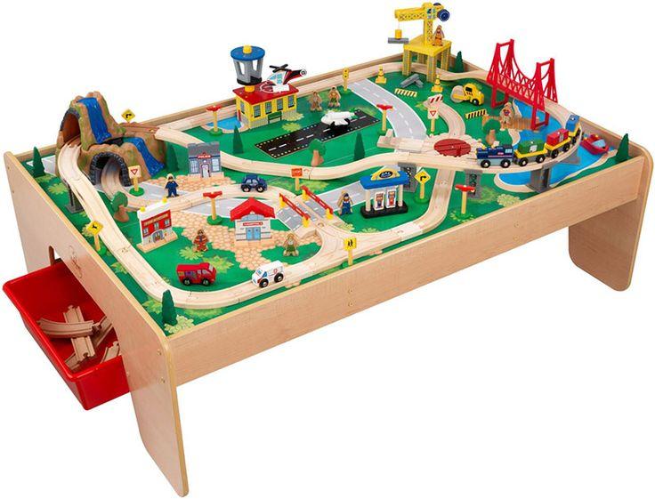 trenes de juguete con mesa