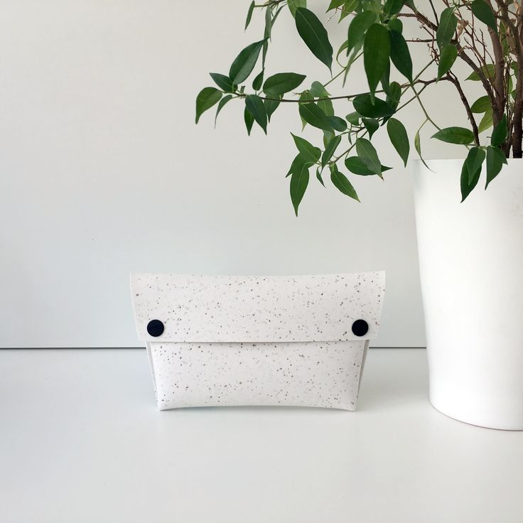 Simplicity, the ultimate sophistication. #wallet #womensfashion #instafashion #accessories