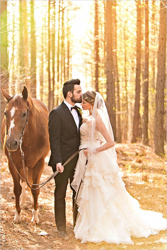 horse wedding photo ideas @weddingchicks