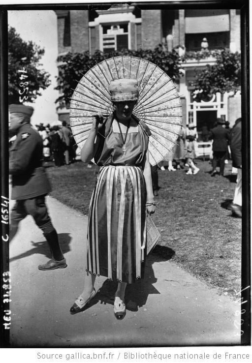 Deauville, Grand Prix : modes : [photographie de presse] / Agence Meurisse     1919