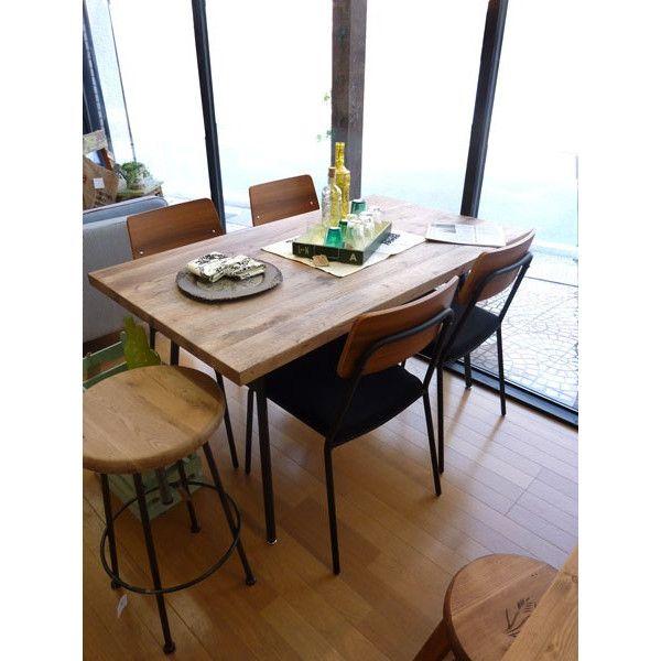 木の素材感がなんともいい感じのRusthic Styleのダイニングセット素朴なラスティックスタイルの135cmのナラ材のテーブルとアイアンがミックスされたダイニングセット。 「雑貨テイストが好き。」と思われてる方に是非おすすめ!素材の持ち味をそのまま感じて頂きたいという思いから、材料は、主に古木を使っています。今なら、送料無料!(本州のみ)いま注目をあびているラスティックスタイルのダイニングセットです。今回は、アイアンとナラの古木とを組み合わせて、レトロながら洗練された仕上がりがとってもいい感じです。お客様にご注意)この家具はきれいな既成品ではありません。素材感を全面にだした商品です。一つ一つ木の風合いは違います。 古材なので木は変形し、穴があり割れている場合もあります。