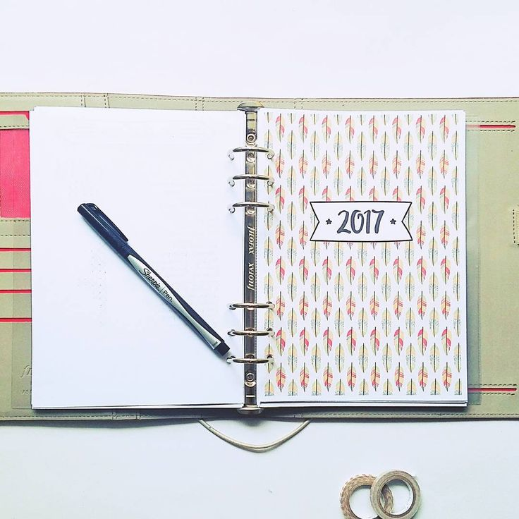 When you start working on your 2017 planner, of course, the first thing you do is to make cover for the year!  #planneraddict #bulletjournal #bulletjournaling #bulletjournalcommunity #bulletjournaljunkies #bujo #bujocommunity #bujojunkies #wearebujo #filofaxpersonal #filofax #filofaxing #filofaxlove #filofaxaddict