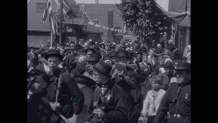Video: URK | BG_27948.mpg (1921) - Filmbeelden van het leven op het eiland Urk. Te zien zijn o.a. de vissershaven, de bevolking in haar klederdracht, schoolkinderen en het plaatselijk muziekkorps.