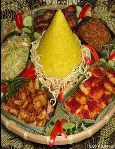 """Indische Tradities: Een Selamatan is een soort van """"heil maaltijd"""", die gegeven wordt ter ere van bijvoorbeeld een geboorte, bij iemands dood, een nieuw huis enz. bepaalde dagen die geheiligd worden. En niet te vergeten: Oud-en-Nieuw Bowl, die échte Indische overheerlijke vruchten bowl!"""
