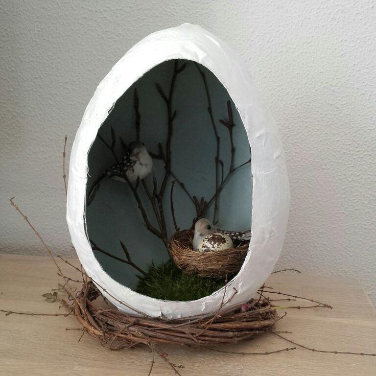 Papier mache knutsel voor Pasen. Easter paper spring birds egg diy