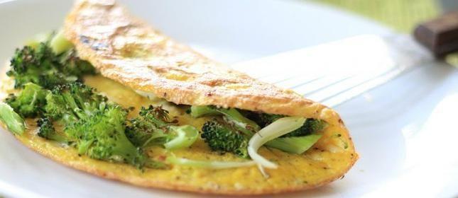 Tortilla con brócoli y queso feta