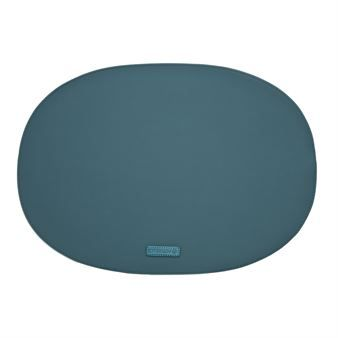 The classic Rubber placemat from the Danish brand Ørskov, as the name suggests is made of high quality rubber and comes in a nice oval shape. Combine the placemat with other classic interior products from Ørskov to decorate your home! Available in different colors.