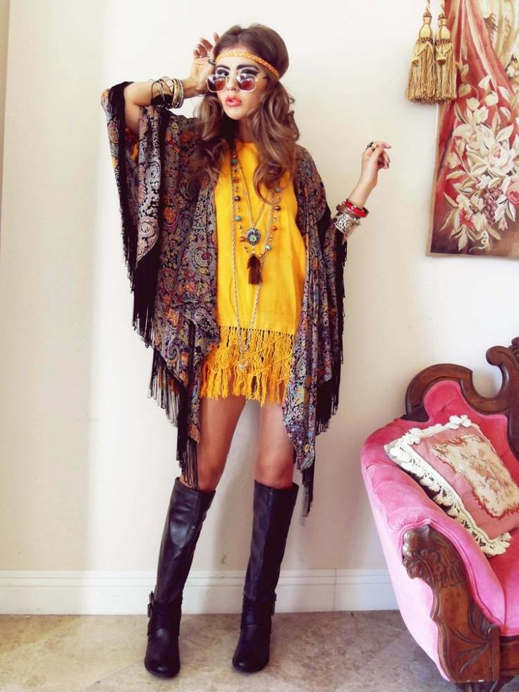 mode-hippie-chic-kimono-franges-robe-courte-jaune-headband-lunettes mode hippie chic