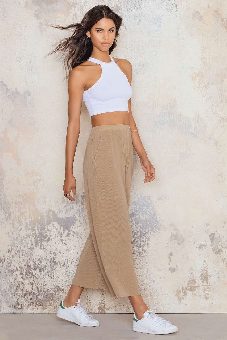 Make it a short way! The Culotte Pants by NA-KD is made in pleated soft fabric and features culotte silhouette, high waist. Looks perfect together with high heels! NA-KD FASHION