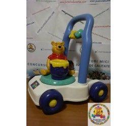 Antemergator Winnie the Pooh  Winie si borcanul cu miere se invart si scot un sunet atunci cand antemeratorul este impins.  PRET: 87 lei