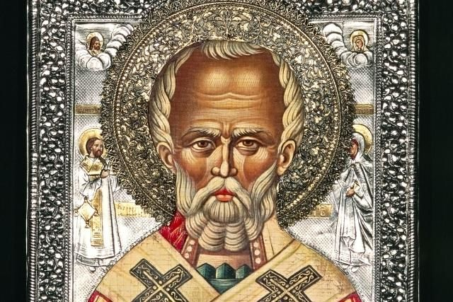 St. Nicholas vs Santa Claus. Saint Nicholas of Myra, Bishop and Wonder-Worker: Icon depicting Saint Nicholas, Puglia, Italy.