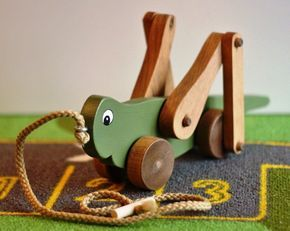 Down To Earth Toys :: Grasshopper Pull Toy