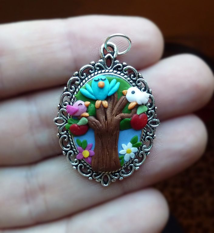 Ciondolo cameo decorato con albero fiori e uccellini in fimo fatti a mano - Spring tree with birds in fimo polymer clay handmade pendant
