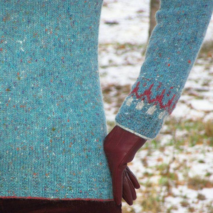Доброе воскресное!  Подборка для любителей крупных планов. Последнее фото - спираль до стирки, а после . В общем, косина твид-мохера меня больше не страшит  .  .  .  12.11.2017    #BTFall2017 #knitting #VoePullover #knitting_inspiration #knitstagram #strandedknitting #handknit #knitsweater #strikking #strikk   #вязание #жаккард #жаккардспицами #tweedmohair #knollyarns #люблювязатьжаккард