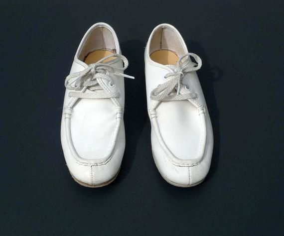 Vintage Womens White Off White Bowling Shoes Womens 7 1 2 1950s 1960s In Very Good Vintage Condition Vintage Shoes Bowling Shoes Vintage Bowling Shirts