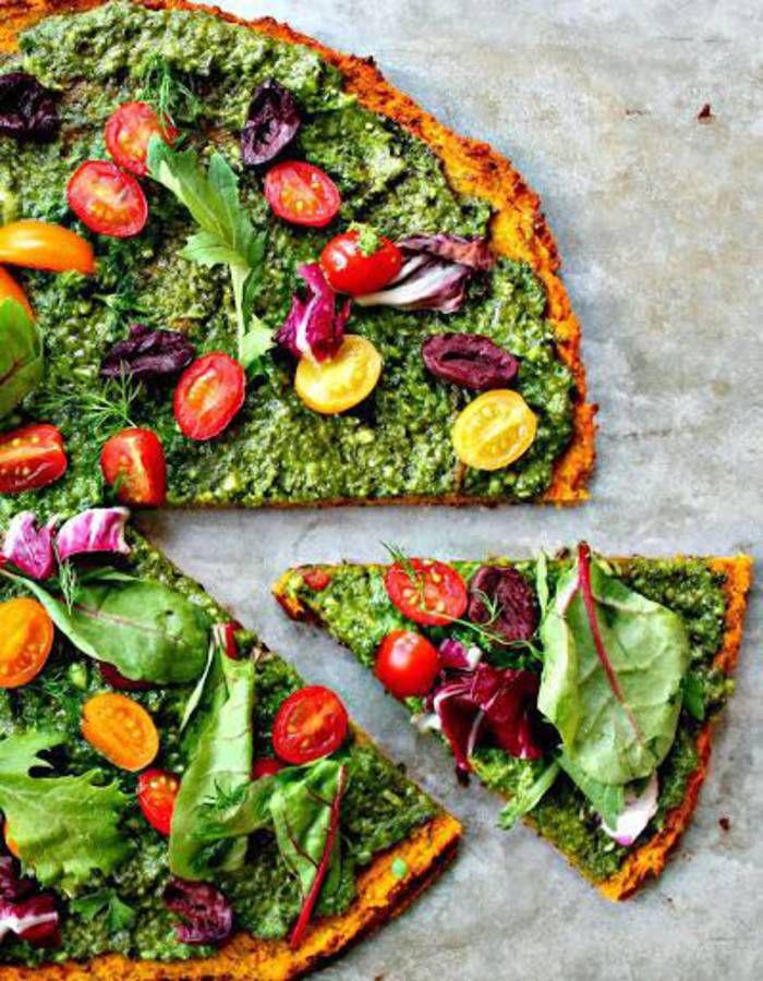 Idées de belles et bonnes pizzas sans gluten Pour se faire plaisir autour d'une pizza légère et sans farine de blé, on a cherché des idées de pâtes à pizza sans gluten qui changent. Healthy, colorées et gourmandes, elles font parfaitement illusion et ont même un résultat supérieur à l'original ! Dix idées pour réussir sa soirée pizza zéro gluten.