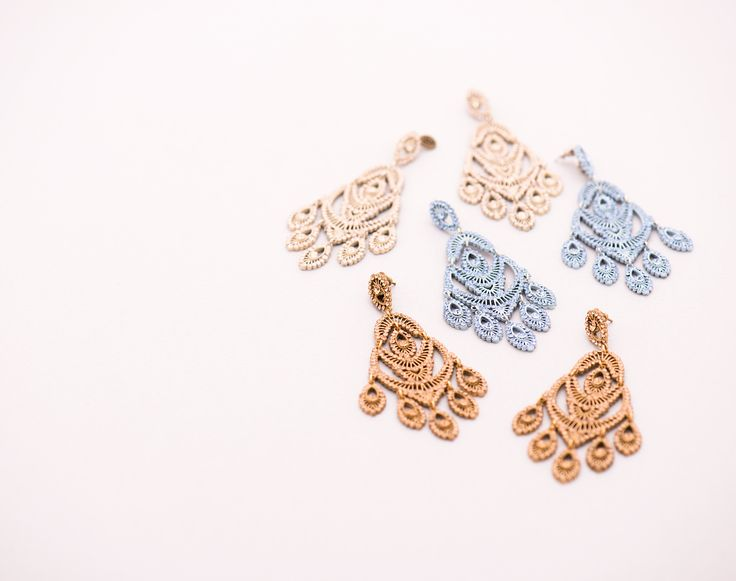 Medium size Swarosky earrings in filigree. 100% made in italy.  #swarosky #jewel #fashionjewelry #crystals #glamourous #bijoux #chic #fashion #trend #trendy