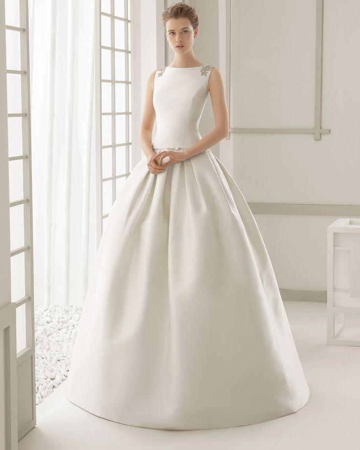 DAMASCO vestido de novia en shantung con espalda bordada de pedrería.