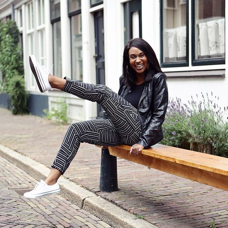 Smiles are always in Fashion! - #project365 #day180 #photochallenge #city #dordrecht #dordrechtcentrum #ilovedordrecht #instadordrecht #portraitinthecity #smile #citygirl #style #leatherjacket #allstars #enjoyinglife #foto #fotografie #fotograafzuidholland #fotograaf #dk_photography #portret #portraitphotography #portretfotograaf #geefjeookop #fotoshoot