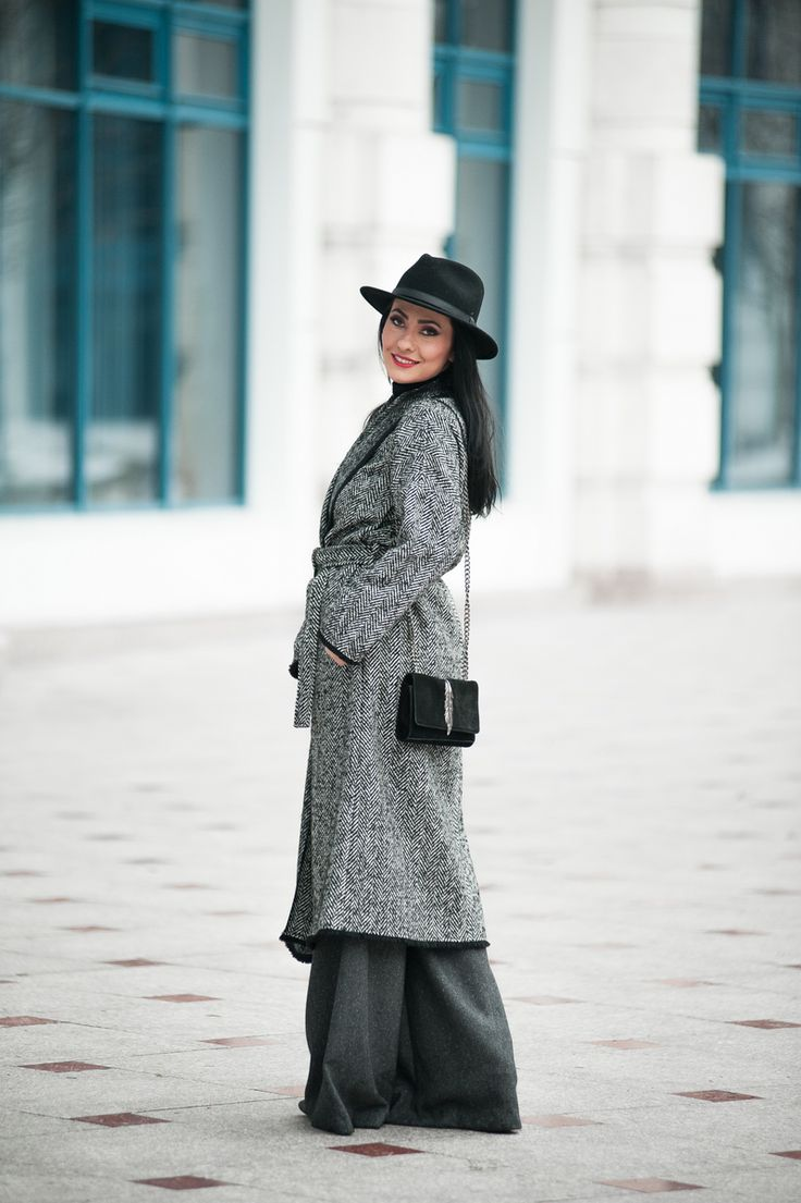 http://www.alinavlad.com/how-to-become-a-fashion-blogger/