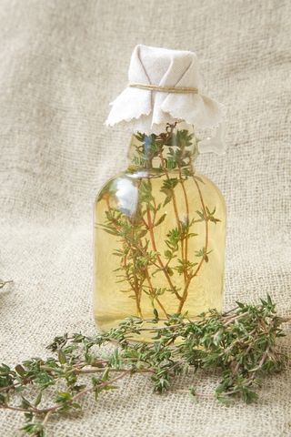 Homemade Herb Vinegar | The Home Herbalist