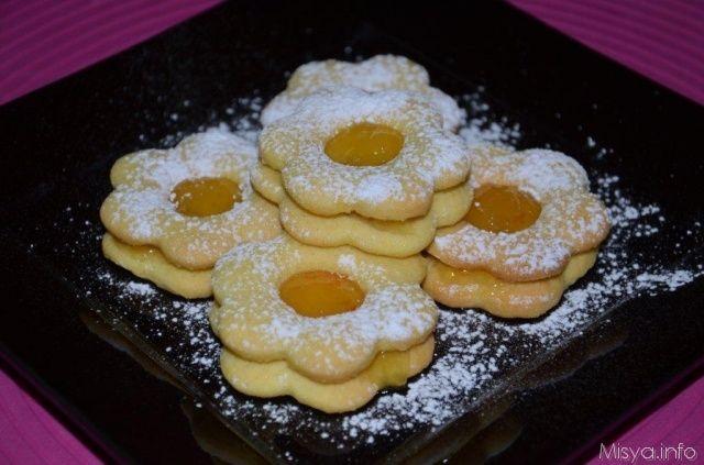 Biscotti occhio di bue, scopri la ricetta: http://www.misya.info/2007/05/19/biscotti-occhio-di-bue.htm