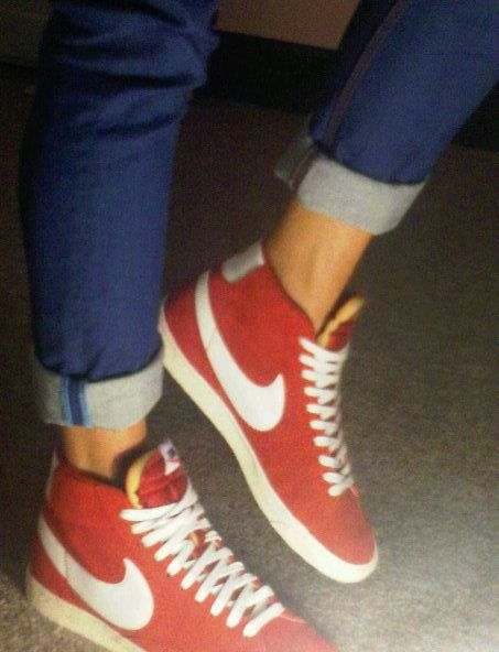 .. ..Old Schools, Fashion Shoes, Red Shoes, Nike Blazers, Nike Shoes, Nike Sneakers, Girls Shoes, Cuffed Jeans, Red Nike