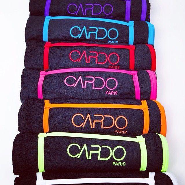 Serviettes de bain à assortir à vos maillots et bonnets de bain CARDO Paris. En vente sur www.cardo.fr