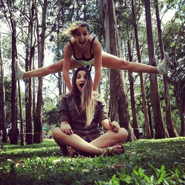 BFF poses | Bff | Pinterest | The splits, Best friend ...